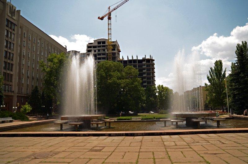Прохлада по-николаевски: горожане ищут спасения от жары в фонтанах (ФОТОРЕПОРТАЖ), фото-6