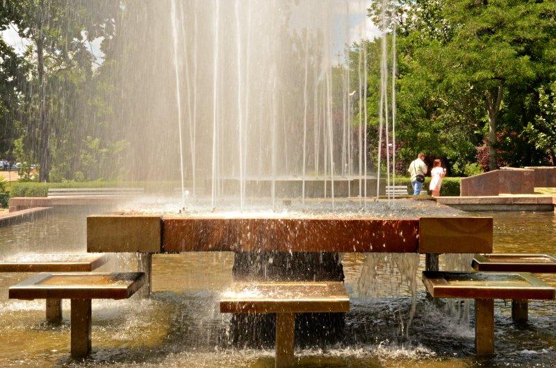 Прохлада по-николаевски: горожане ищут спасения от жары в фонтанах (ФОТОРЕПОРТАЖ), фото-4
