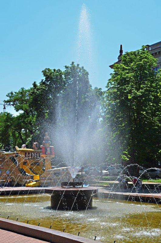 Прохлада по-николаевски: горожане ищут спасения от жары в фонтанах (ФОТОРЕПОРТАЖ), фото-26