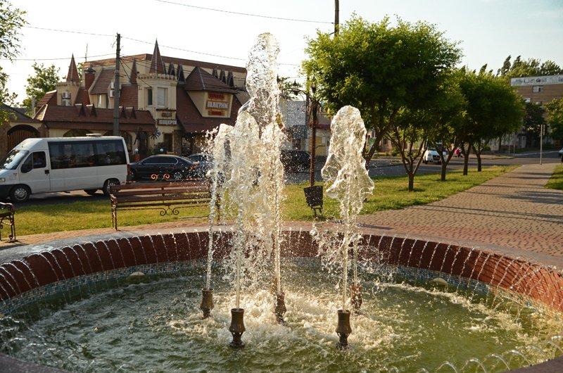 Прохлада по-николаевски: горожане ищут спасения от жары в фонтанах (ФОТОРЕПОРТАЖ), фото-10