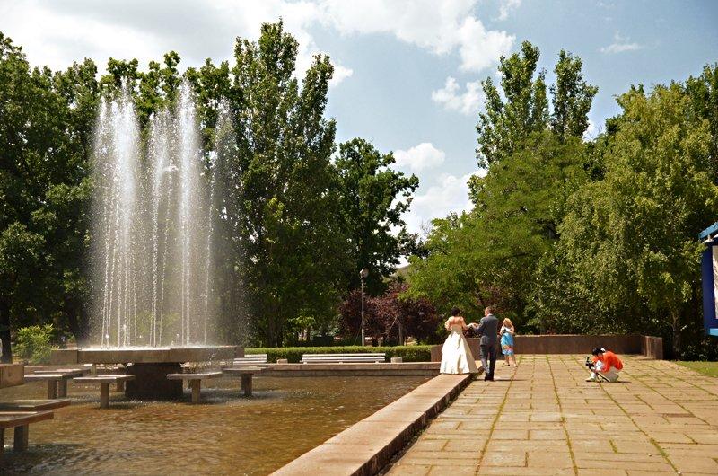 Прохлада по-николаевски: горожане ищут спасения от жары в фонтанах (ФОТОРЕПОРТАЖ), фото-5