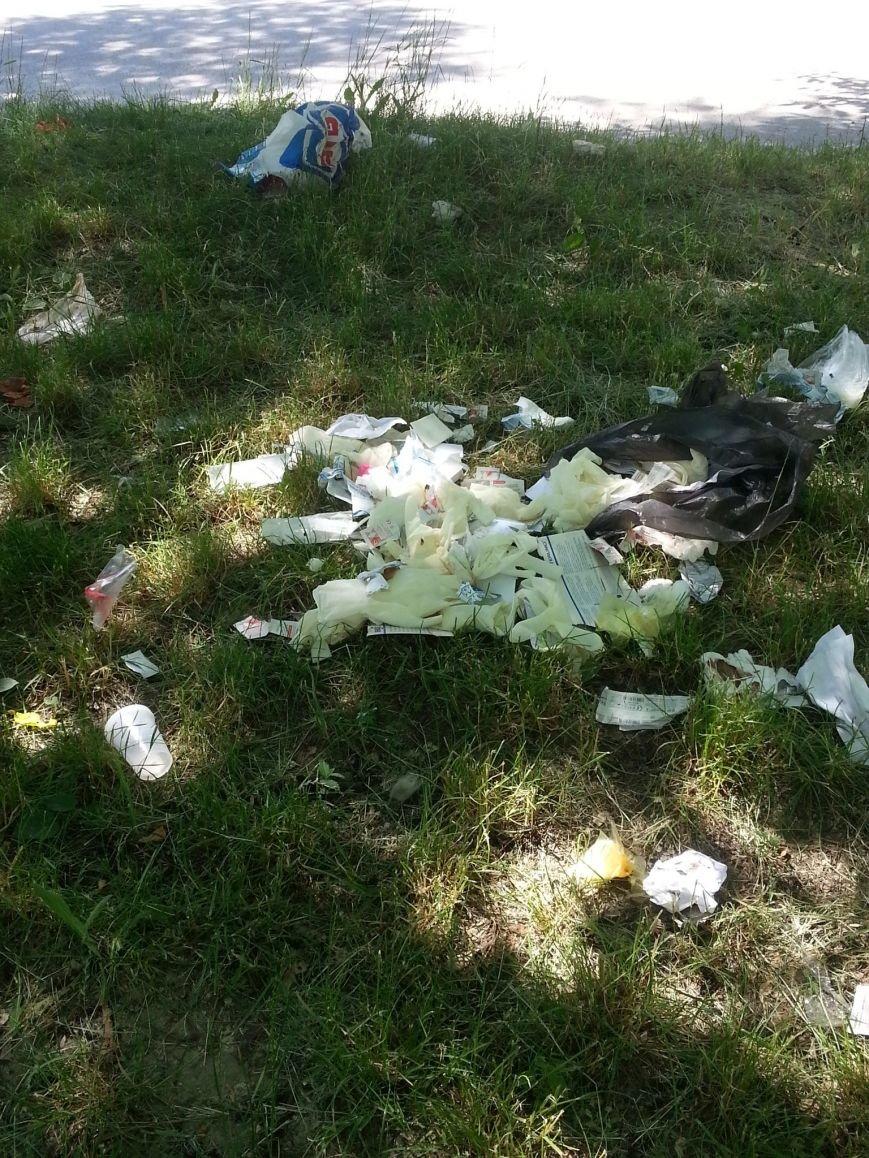 В Запорожье медицинский мусор выкидывают прямо на улицу (ФОТОФАКТ) (фото) - фото 1