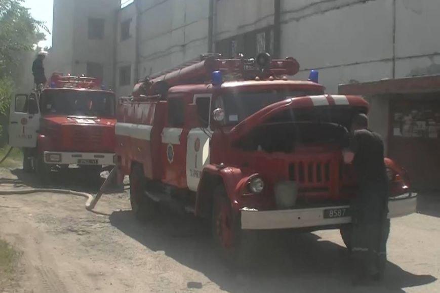 На Алексеевке сгорел микроавтобус, когда водитель расплескал бензин (ФОТО+ВИДЕО), фото-1