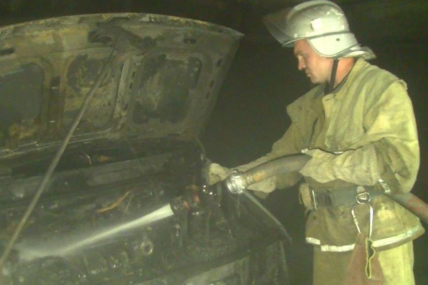 На Алексеевке сгорел микроавтобус, когда водитель расплескал бензин (ФОТО+ВИДЕО), фото-2