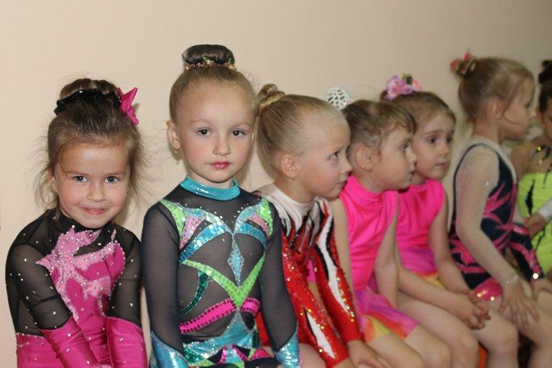 Юные гимнастки Краснодона получили новый зал за 200 тысяч гривен (ФОТО), фото-3