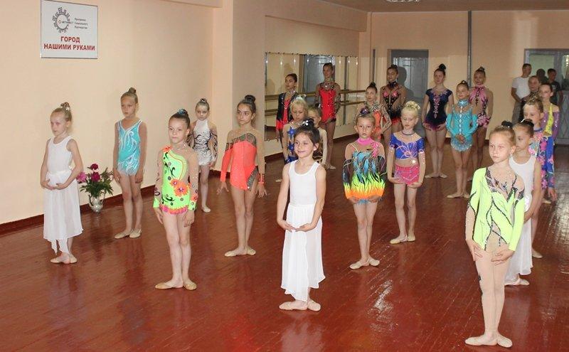 Юные гимнастки Краснодона получили новый зал за 200 тысяч гривен (ФОТО), фото-1