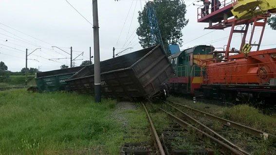 На Львівщині 3 вантажні вагони зійшли з рейок (фото) - фото 4