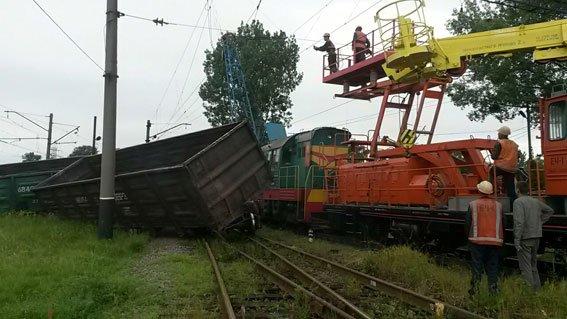 На Львівщині 3 вантажні вагони зійшли з рейок (фото) - фото 2