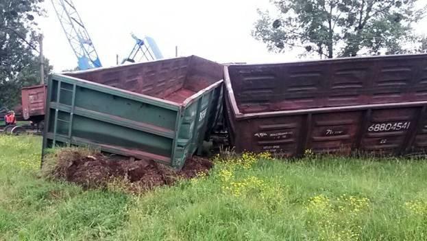 На Львівщині 3 вантажні вагони зійшли з рейок (фото) - фото 3