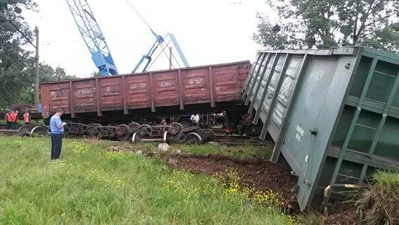 На Львівщині 3 вантажні вагони зійшли з рейок (фото) - фото 1
