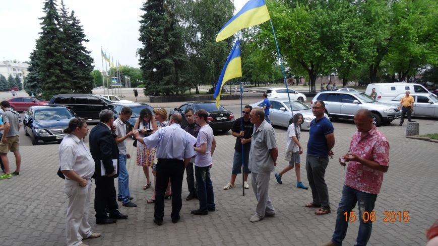 Вчера активисты Славянска пытались встретиться с новым председателем ОГА (фото) - фото 3
