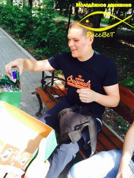 «Сигареты - на конфеты». Макеевская молодежь борется с курением (фото) - фото 2