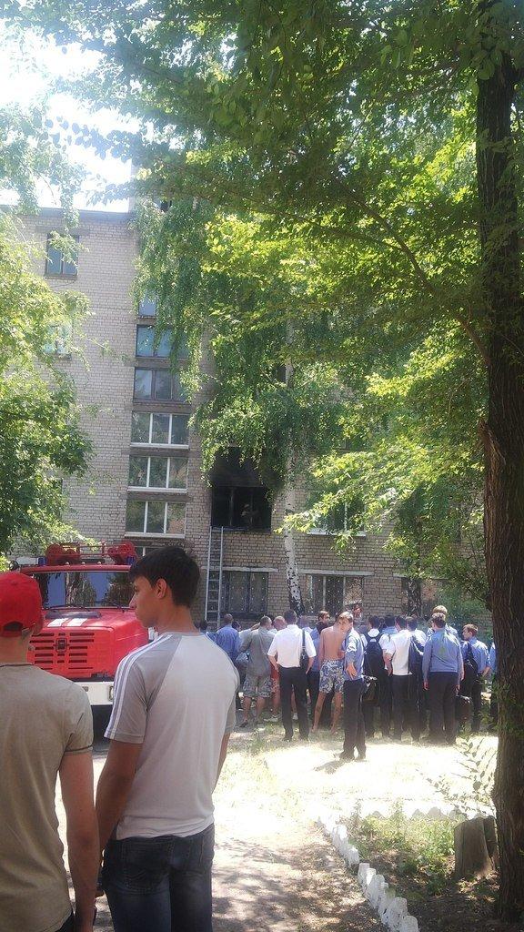 В Кривом Роге горело  общежитие авиаколледжа: студенты остались без вещей и документов (ФОТО) (фото) - фото 2