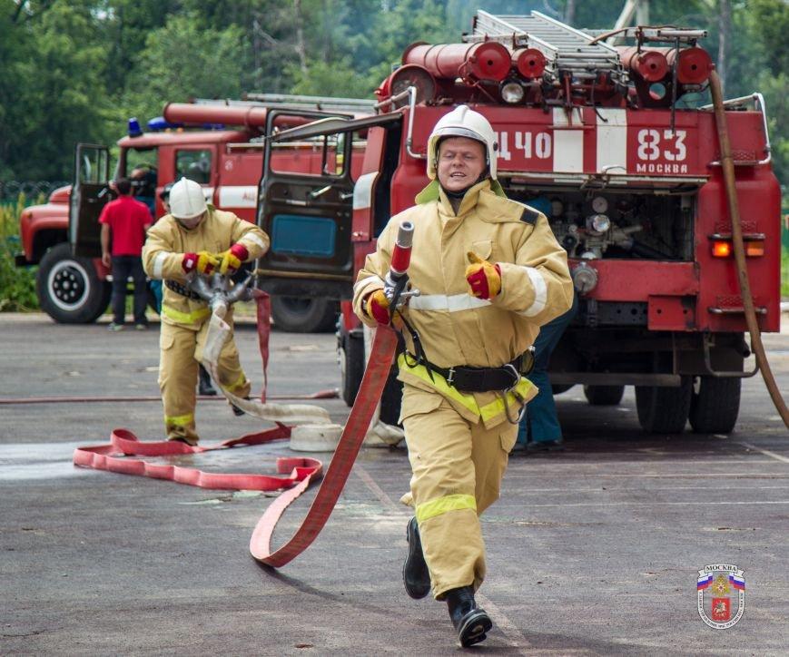 Добровольная пожарная дружина ТиНАО заняла четвертое место в Чемпионате Москвы по пожарно-прикладному спорту (фото) - фото 1