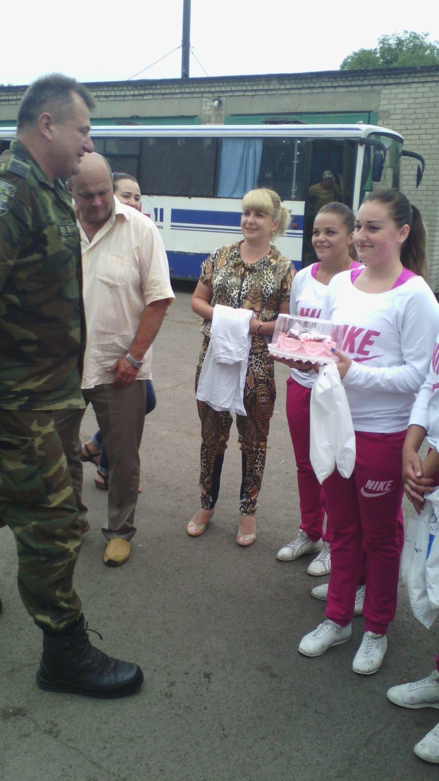 Спортсменки секции спортивной аэробики Красноармейска выступили в 66 военном мобильном госпитале, фото-6