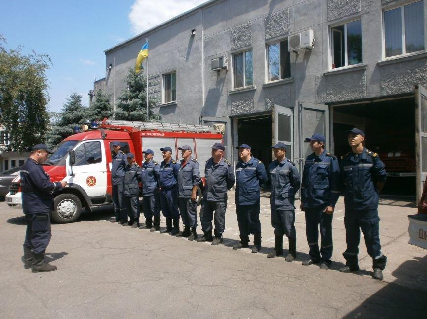 Днепродзержинские спасатели почтили память коллег, погибших на нефтебазе под Киевом (фото) - фото 1