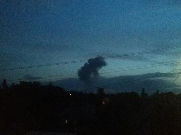 Над Донецком после вспышки и взрыва поднялся столб дыма в форме медведя (ФОТО) (фото) - фото 1