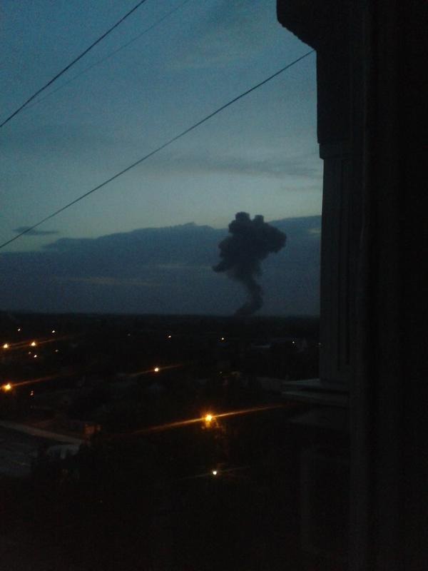 Над Донецком после вспышки и взрыва поднялся столб дыма в форме медведя (ФОТО) (фото) - фото 2