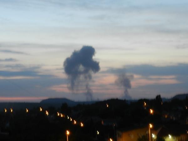 Над Донецком после вспышки и взрыва поднялся столб дыма в форме медведя (ФОТО) (фото) - фото 4