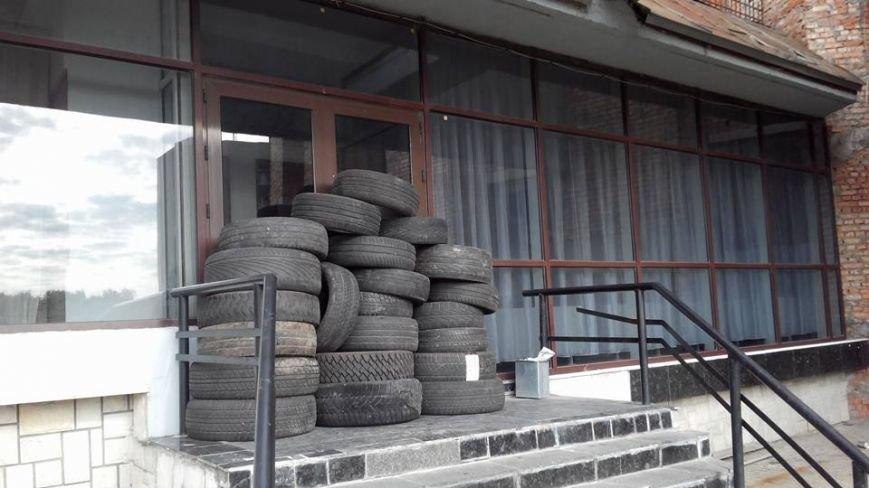 У Львові заблокували будівлю податкової (ФОТО) (фото) - фото 4