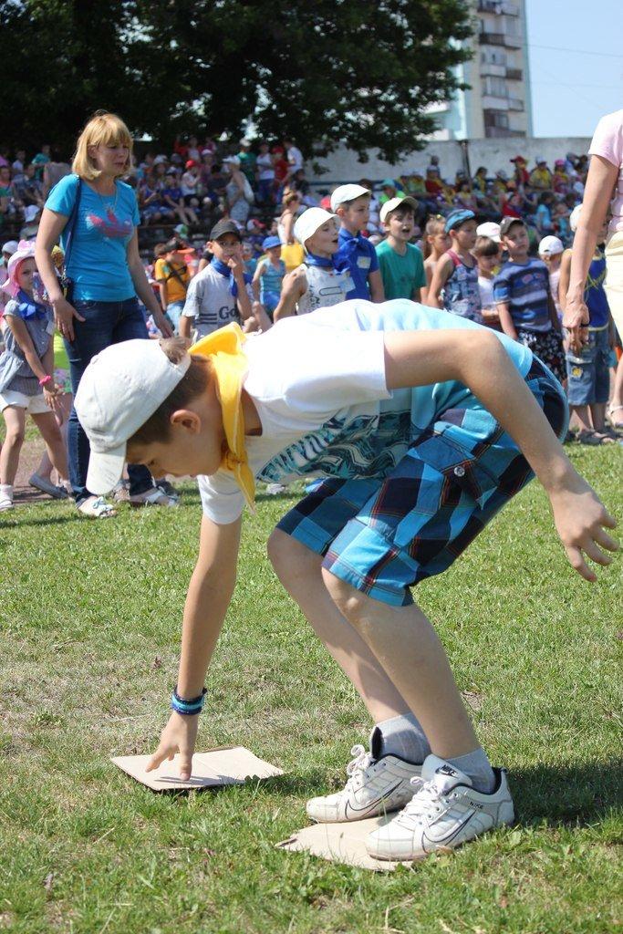 Веселые старты: в Димитрове прошел праздник спорта для детей из пришкольных лагерей (ФОТО) (фото) - фото 9