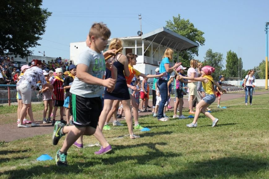 Веселые старты: в Димитрове прошел праздник спорта для детей из пришкольных лагерей (ФОТО) (фото) - фото 10