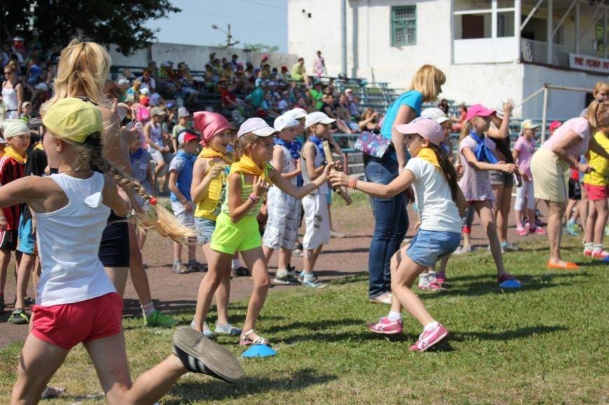 Веселые старты: в Димитрове прошел праздник спорта для детей из пришкольных лагерей (ФОТО) (фото) - фото 11