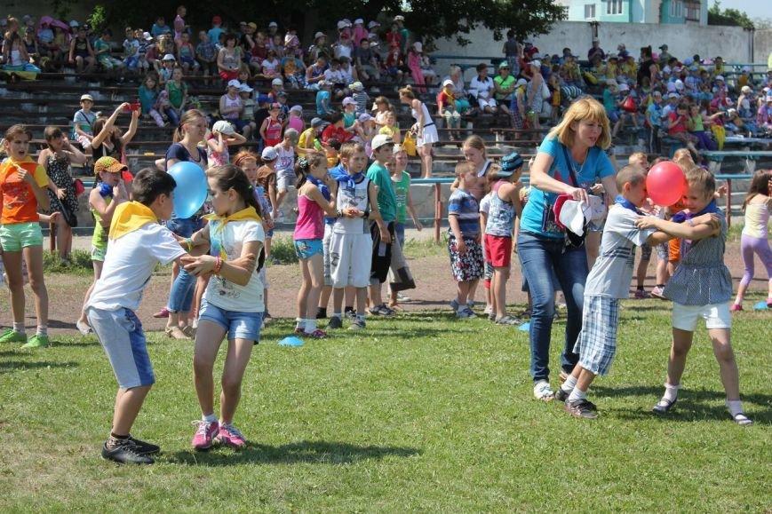 Веселые старты: в Димитрове прошел праздник спорта для детей из пришкольных лагерей (ФОТО) (фото) - фото 16