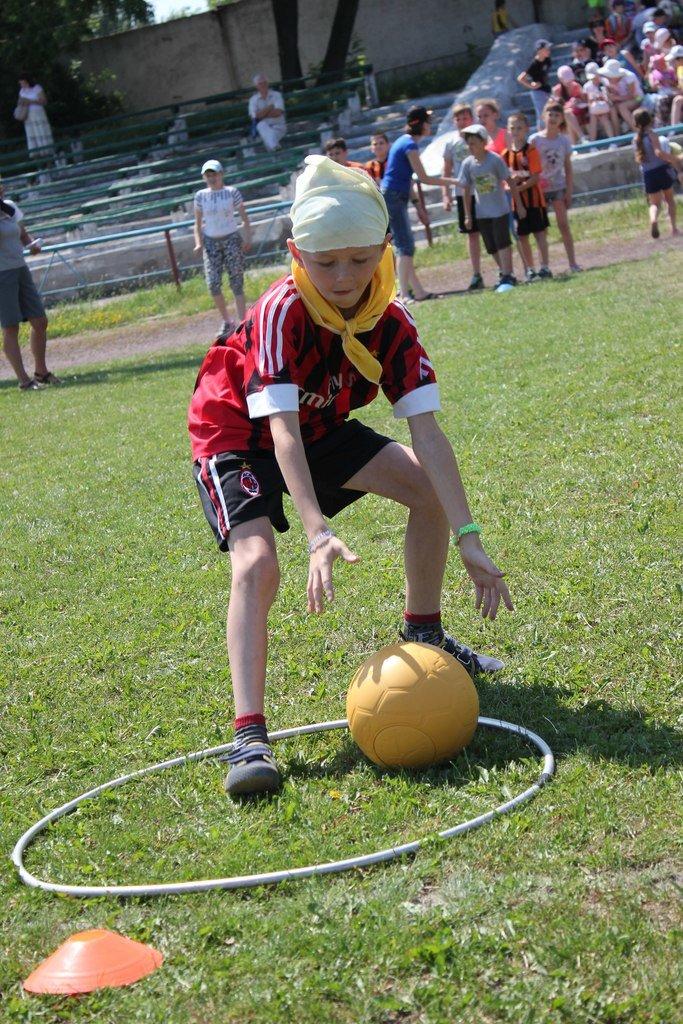 Веселые старты: в Димитрове прошел праздник спорта для детей из пришкольных лагерей (ФОТО) (фото) - фото 3