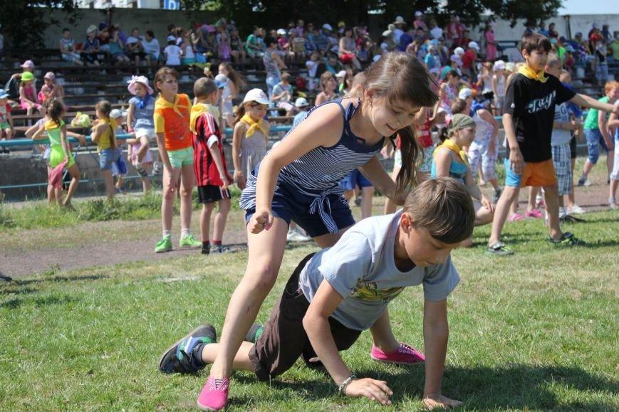 Веселые старты: в Димитрове прошел праздник спорта для детей из пришкольных лагерей (ФОТО) (фото) - фото 15