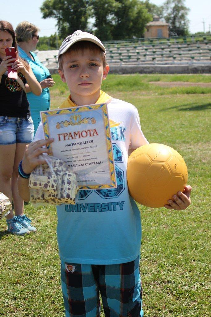 Веселые старты: в Димитрове прошел праздник спорта для детей из пришкольных лагерей (ФОТО) (фото) - фото 19