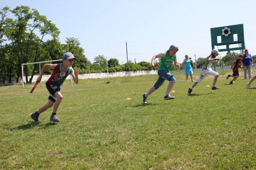 Веселые старты: в Димитрове прошел праздник спорта для детей из пришкольных лагерей (ФОТО) (фото) - фото 12