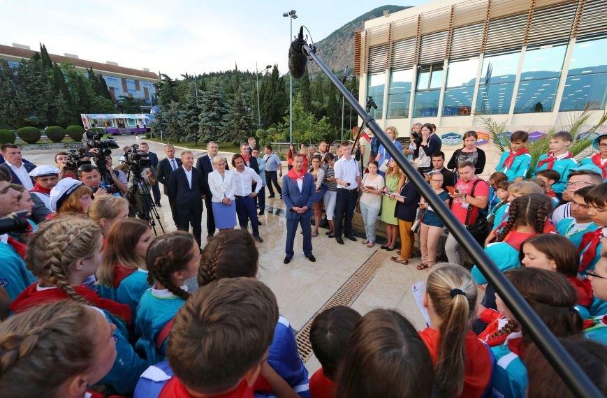 Медведева посвятили в почетные артековцы (ФОТО, ВИДЕО) (фото) - фото 1