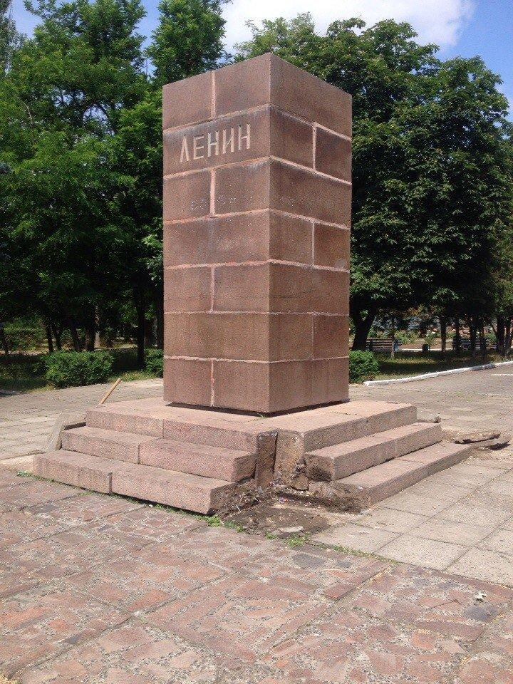 В Очакове культурно снесли памятник Ленину (фото) - фото 1