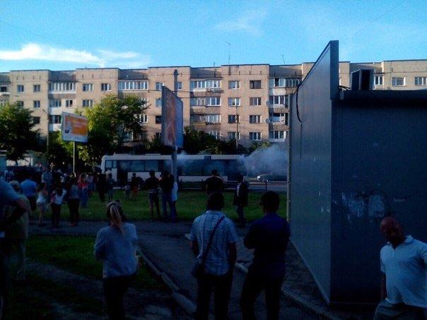 Наслідки пожежі у львівському автобусі: вогонь знищив моторний відсік (ФОТО) (фото) - фото 1