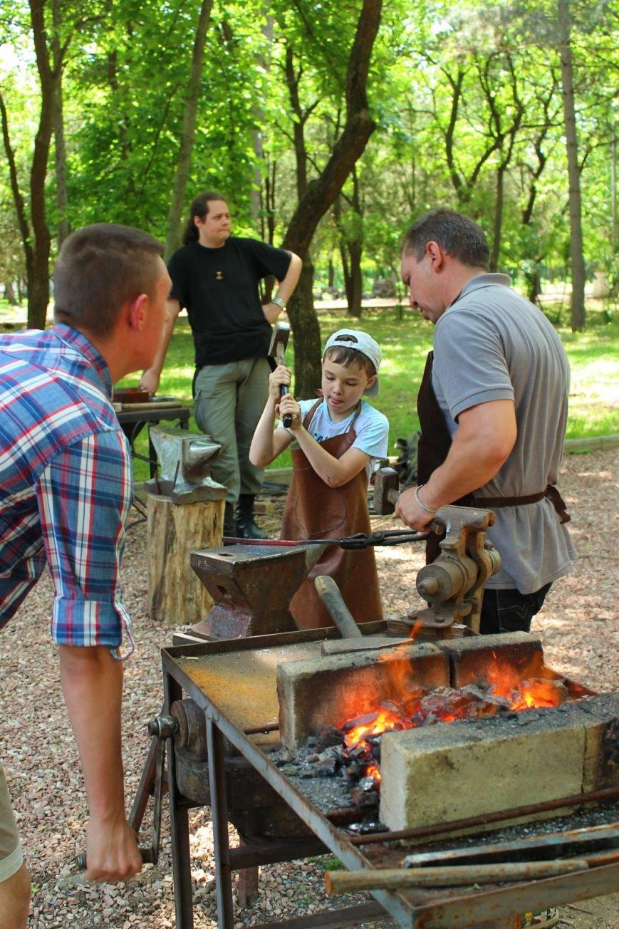 Крымские кузнецы подарили Детскому парку кованый цветник (ФОТО), фото-1