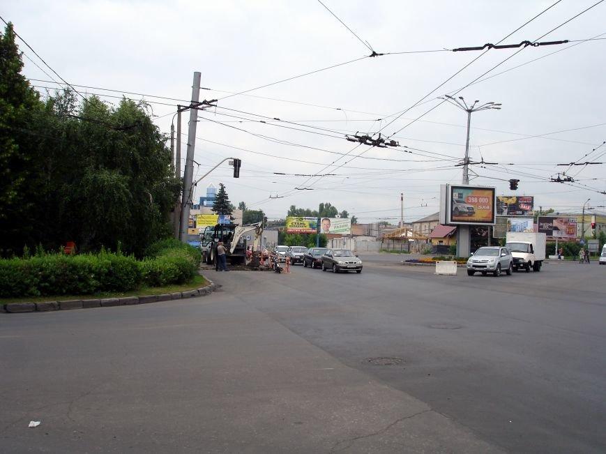 У Полтаві на щойно відремонтованій ділянці дороги вирили колектор. Фото (фото) - фото 3