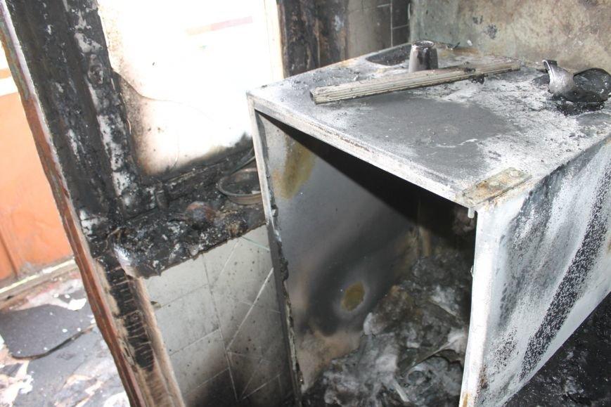 Пока 72-летняя бабушка была на работе, соседи спасали от пожара ее квартиру (ФОТО), фото-11