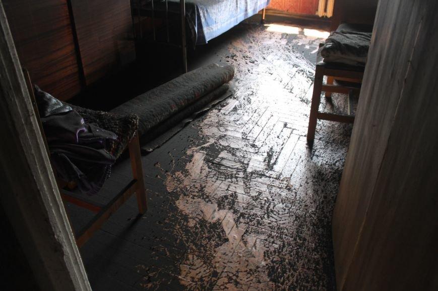 Пока 72-летняя бабушка была на работе, соседи спасали от пожара ее квартиру (ФОТО), фото-13