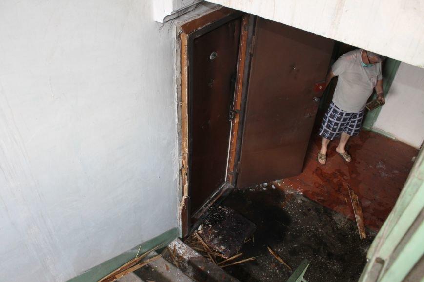 Пока 72-летняя бабушка была на работе, соседи спасали от пожара ее квартиру (ФОТО), фото-2