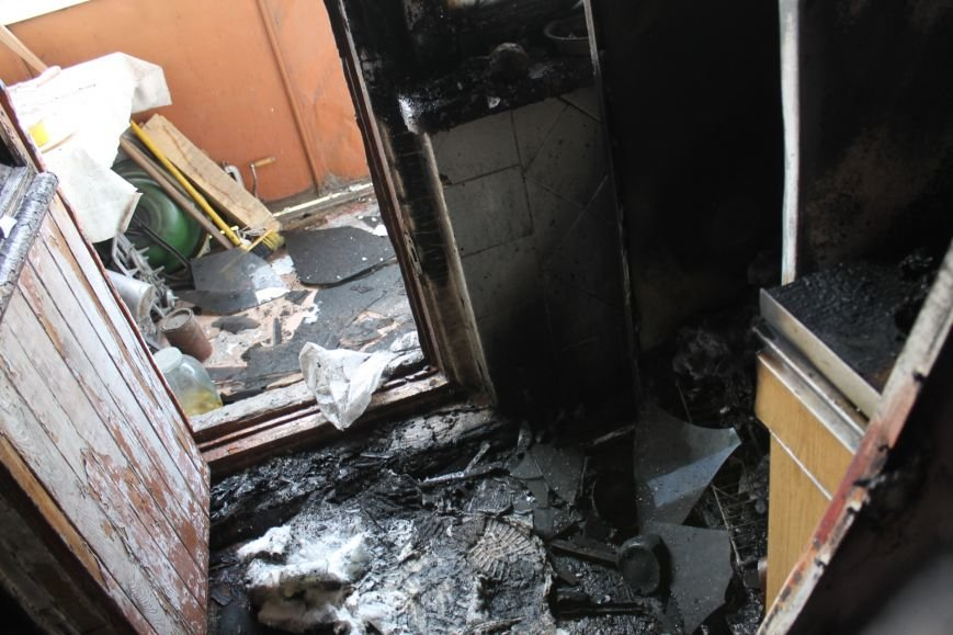 Пока 72-летняя бабушка была на работе, соседи спасали от пожара ее квартиру (ФОТО), фото-9