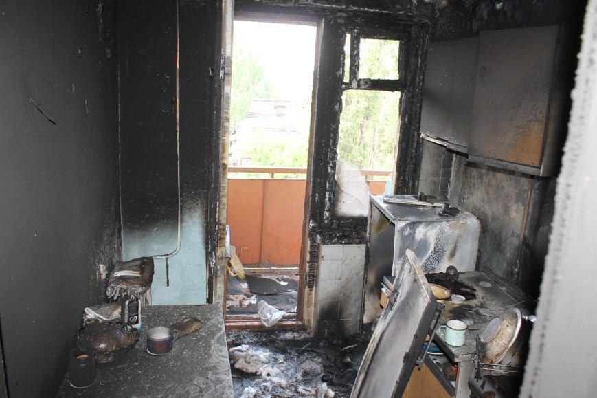 Пока 72-летняя бабушка была на работе, соседи спасали от пожара ее квартиру (ФОТО), фото-6