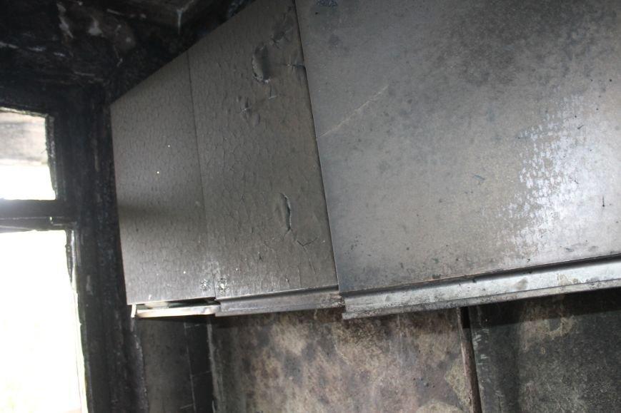 Пока 72-летняя бабушка была на работе, соседи спасали от пожара ее квартиру (ФОТО), фото-10