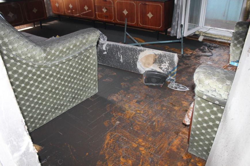 Пока 72-летняя бабушка была на работе, соседи спасали от пожара ее квартиру (ФОТО), фото-14