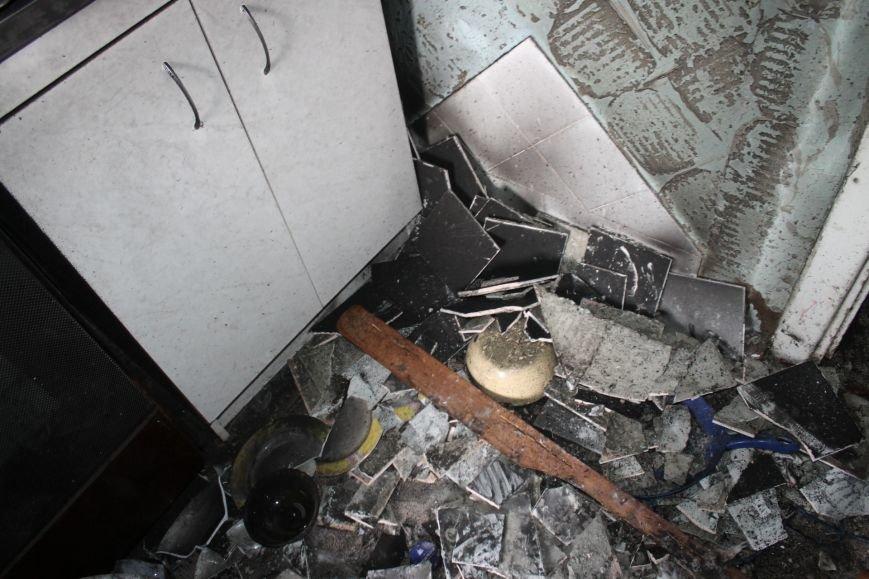 Пока 72-летняя бабушка была на работе, соседи спасали от пожара ее квартиру (ФОТО), фото-8