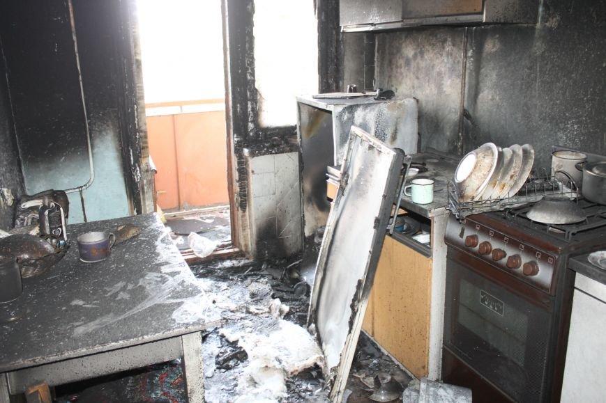 Пока 72-летняя бабушка была на работе, соседи спасали от пожара ее квартиру (ФОТО), фото-7
