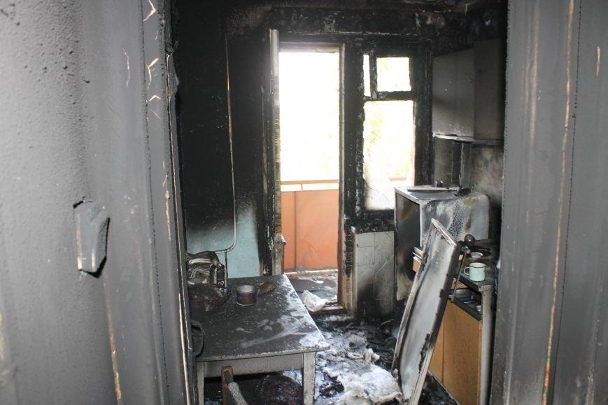 Пока 72-летняя бабушка была на работе, соседи спасали от пожара ее квартиру (ФОТО), фото-16