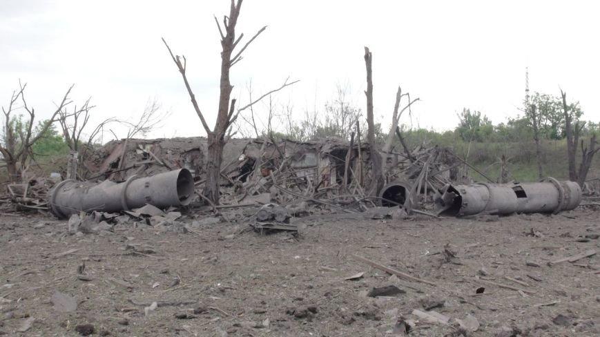На месте взрыва в Донецке невообразимая воронка (ФОТОФАКТ) (фото) - фото 8
