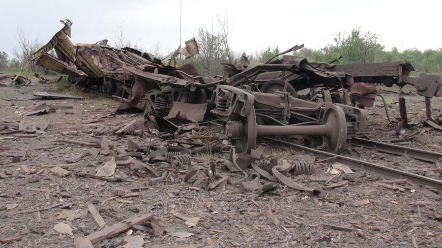 На месте взрыва в Донецке невообразимая воронка (ФОТОФАКТ) (фото) - фото 5