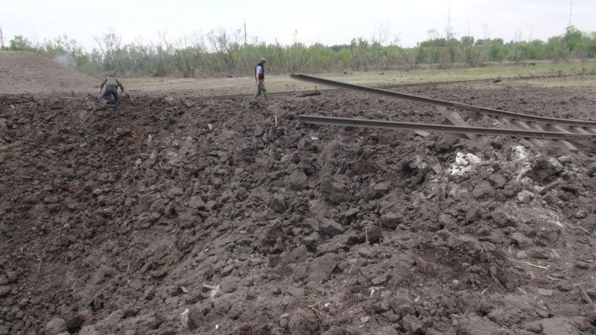 На месте взрыва в Донецке невообразимая воронка (ФОТОФАКТ), фото-1